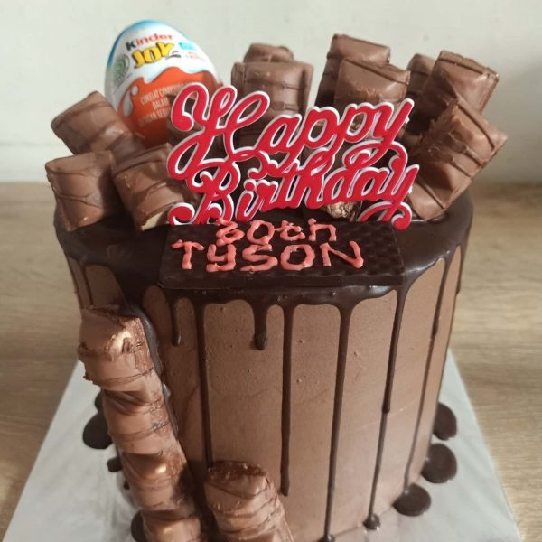 Chocolate Kinder Drip Cake